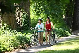 Đi xe đạp – bài tập thể dục cực tốt cho phụ nữ trung niên