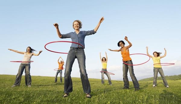 Khi thực hiện bài tập lắc vòng, chị em nên tuân thủ nguyên tắc tập luyện