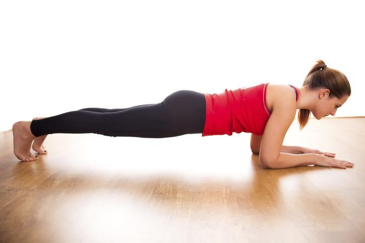 Bài tập giảm mỡ toàn thân cho nữ – Plank cơ bản
